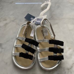 Size 4 Old Navy Sandals Silver with Black Bows